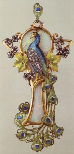 Maison Vever, pendentif art nouveau, paon, or émaillé