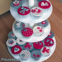 Bruidscupcakes rood-wit-zilver