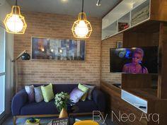 Pequeno apartamento (32m2) com super aproveitamento de espaço. Projeto escritório Neo Arq - SP. TV gira 360o e pode ser vista de todos os cômodos