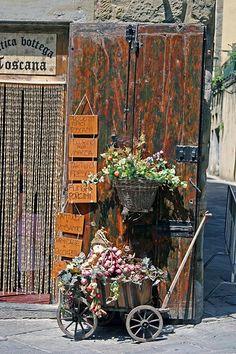Tuscan wine & bread shop #TuscanyAgriturismoGiratola