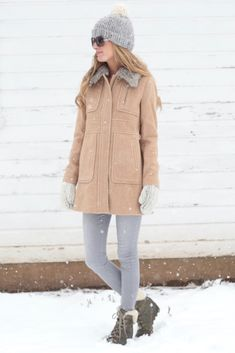 winter outfits 2017 - tan jacket with gray fur trim color with skinny jeans and sorel wedge boots on pinterestingplans