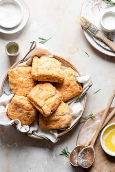 Tomato Biscuits are square shaped homemade flaky buttermilk biscuits with chopped tomatoes, rosemary, and cheddar cheese. Fun Baking Recipes, Easy Bread Recipes, Side Dish Recipes, Cooking Recipes, Baking Tips, Sweet Recipes, Side Dishes, Dinner Recipes, Dessert Recipes
