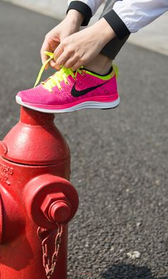 Lace up and start the week with a 4 mile run #letsturnitup #nike