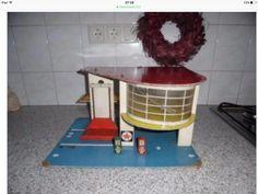 Toy Garage, Garages, Vintage Toys, Kitchen Appliances, Architecture, Home, Dioramas, Miniatures, Nostalgia