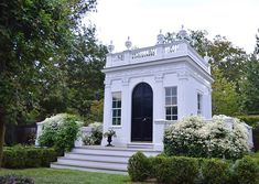 "A dear friend's small ""library"" on his Newport property is such a perfect example of how Autumn Clematis can dress up a piece of architecture. Sadly, in New York State these beautiful vines can no longer be purchased as they have been outlawed. Small Buildings, Garden Buildings, Garden Structures, Classical Architecture, Architecture Details, Casas Club, Chateau Hotel, Casa Retro, Autumn Clematis"