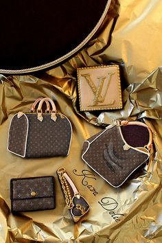 Are these really cookies? Louis Vuitton cookies Too Gorgeous To Eat! Fancy Cookies, Iced Cookies, Cute Cookies, Cupcake Cookies, Cookies Et Biscuits, Sugar Cookies, Lv Handbags, Louis Vuitton Handbags, Vuitton Bag
