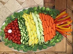 ideas for fruit platter ideas party appetizers veggie tray Party Platters, Veggie Platters, Party Trays, Snacks Für Party, Vegetable Trays, Party Appetizers, Luau Snacks, Birthday Appetizers, Fruit Party