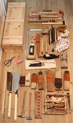 Original Japanese Woodworking Tool Punk Photo Of A Japanese Woodworker Japanese Carpentry, Japanese Woodworking Tools, Woodworking Workshop Plans, Japanese Tools, Woodworking Tool Cabinet, Japanese Joinery, Antique Woodworking Tools, Woodworking Projects That Sell, Woodworking Toys