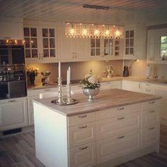 Svetlo nad ostruvkem – Servet Özdemir – - Landhaus ideen - Lilly is Love Ikea Kitchen, Home Decor Kitchen, Kitchen Interior, Home Kitchens, Kitchen Dining, Kitchen Cabinets, Cozinha Shabby Chic, Open Plan Kitchen, Küchen Design