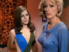 Star Trek TOS - Sherry Jackson as Andrea and Majel Barrett as Nurse Christine Chapel in What Are Little Girls Made Of October Star Trek 1966, Star Trek Tos, Star Trek Enterprise, Sherry Jackson, Trekking Outfit, Sci Fi Tv Series, Star Trek Characters, Female Characters, Star Trek Original Series