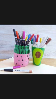 Diy Home Crafts, Easy Diy Crafts, Diy Crafts For Kids, Pencil Boxes, Pencil Holders, Pottery Painting Designs, Diy Confetti, Art Storage, Painted Jars