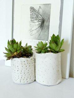 DIY petits pots de fleurs en pâte autodurcissantehttp://www.paperblog.fr/6484613/diy-petits-pots-de-fleurs-en-pate-autodurcissante/