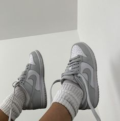 Jordan Shoes Girls, Girls Shoes, Vans Girls, Surf Girls, Sneakers Fashion, Fashion Shoes, Sneakers Mode, Men Fashion, Grey Sneakers