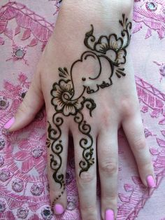 Beautiful Eid Mehndi Designs 2019 - Images & Videos After the holy month of fasting comes Eid, the fest of joy, feasts, glam & mehndi adorned hands! Check out beautiful eid mehndi designs 2019 for some inspo! Eid Mehndi Designs, Henna Designs For Kids, Cute Henna Designs, Henna Tattoo Designs Simple, Beginner Henna Designs, Mandala Tattoo Design, Henna Mandala, Elephant Henna Designs, Animal Henna Designs
