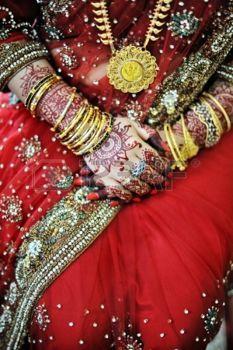 broderie: Mariée indienne avec du henné belle le jour de son mariage Banque d
