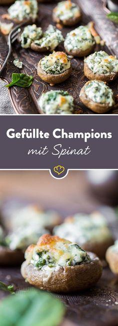 Für alle, die abends noch ein Hüngerchen haben: Gefüllte Champignons mit cremiger Frischkäse-Spinat-Füllung und Käsehaube sind der perfekte Snack.
