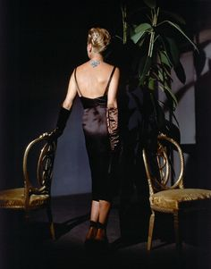 1943 by John Rawlings Mrs. John Rawlings is wearing a black low-back cocktail dress with straps, long black satin gloves, diamond necklace and diamond clips in her 'side-swept' coiffure by Antoine of Saks Fifth Avenue. 1940s Fashion, Vogue Fashion, Vintage Fashion, Fashion Beauty, Vintage Dresses, Vintage Outfits, Costume, Vogue Magazine, Colorful Fashion