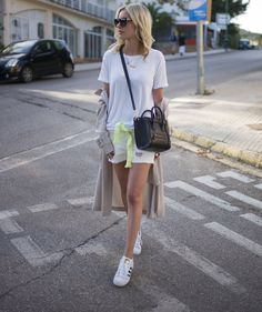 looks good in her tshirt with raw hems Celine Nano Bag, Celine Nano Luggage, Got The Look, Fashion Bags, Anine Bing, Latest Trends, Summer Outfits, Adidas Superstar, Street Style