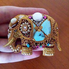 Индийский слон Bead Embroidery Jewelry, Beaded Embroidery, Fabric Jewelry, Hand Embroidery, Beaded Jewelry, Handmade Jewelry, Elephant Jewelry, Barrettes, Lesage