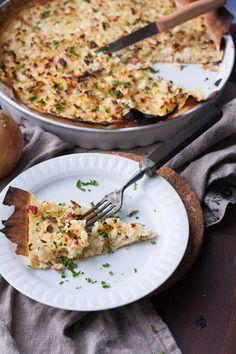 Der Low Carb Zwiebelkuchen ist herzhaft, würzig und schnell gemacht. Dazu knusprig und leicht, perfekt - kochkarussell.com