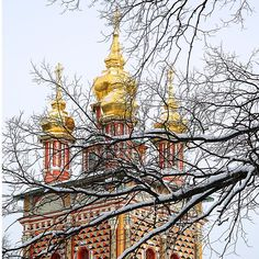 Winter is here -- in #Russia anyway.  These brightly-colored churches at @sergievposad keep things looking bright and cheerful!  #TrinitySt.Sergius #RussianOrthodox #travel #travelblog #travelwriter #russianhistory http://ift.tt/1n3ZQqs