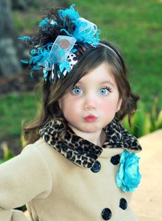 Starting off right with a beautiful fascinator - and look at her gorgeous eyes! Precious Children, Beautiful Children, Beautiful Babies, Beautiful People, Gorgeous Eyes, Pretty Eyes, Cool Eyes, Amazing Eyes, Fashion Kids