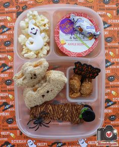 Happy Halloween! Schools are open and we packed lunch in @Kelly Teske Goldsworthy Lester / EasyLunchboxes