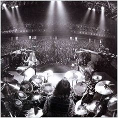 Neil Pert surrounded and enclosed in his heaven. best drummer in MY opinion. Who better to control the worlds largest drum set then its owner. Rock N Roll Music, Rock And Roll, Football Music, Rush Concert, Order Of Canada, Rush Band, Neil Peart, Instruments, Greatest Rock Bands