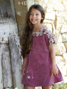 Patron enfant Spontanée   her little world. Inspiration: liberty bærestykke med piping.