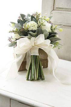 Glass Vase, Wedding Flowers, Dream Wedding, Bouquet, Wedding Ideas, Table Decorations, Bridal, Rose, Bride