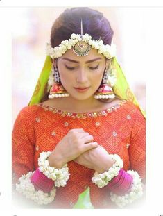 Weddings On A Budget, How To Plan And Manage With A Small Amount Of Money. Are you on the verge of getting hitched and need some wedding planning guidance? Pakistani Wedding Outfits, Punjabi Wedding, Bridal Outfits, Pakistani Dresses, Bridal Mehndi Dresses, Walima Dress, Shadi Dresses, Desi Wedding Decor, Wedding Themes