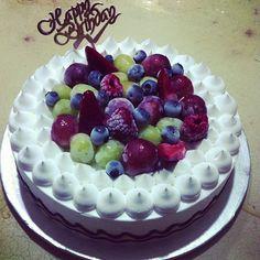 "@daphydaffy's photo: ""Happy 24th Birthdayy!:)) @shadyz09  hoped you like the cake i chose hehe :) #frozenyoghurtcake #raspberry #minus18c #love #happybirthday"""
