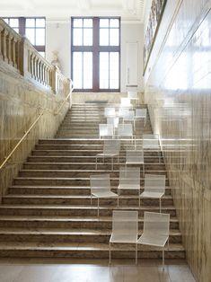 あえて、階段にイス