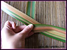 Have you heard of flax flowers? Not sure how to make them? Read on to see a step by step guide on how to make this beautiful flower that last a long time. Flax Flowers, Diy Flowers, Flower Diy, Palm Frond Art, Palm Fronds, Flax Weaving, Flax Plant, Maori Designs, Fast Growing Plants