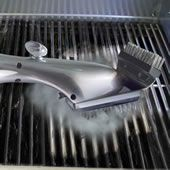Steam Cleaning Grill Brush ~~ This grill brush uses steam to quickly and thoroughly clean grill grates. A chamber inside the handle holds up to two cups of water and a spout set within the bristles releases water onto hot grill grates, creating steam that Gadgets And Gizmos, Cool Gadgets, Unique Gadgets, Best Juicy Burger Recipe, Bbq Grill, Grilling, Barbecue, Clean Grill Grates, Outdoor Countertop