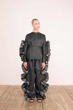 Roberts Wood Ready To Wear Spring Summer 2017 London Live Fashion, Fashion 2017, Runway Fashion, Fashion Show, Fashion Trends, Robert Wood, Classic Outfits, Classic Clothes, Fashion Details