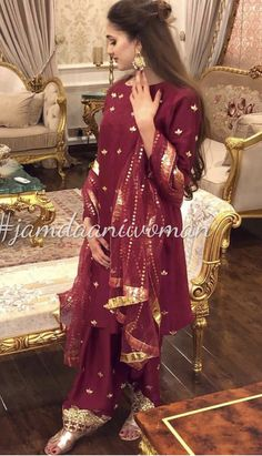 Brides sister at the dholki wearing jamdaani Pakistani Party Wear Dresses, Simple Pakistani Dresses, Shadi Dresses, Pakistani Wedding Outfits, Pakistani Wedding Dresses, Pakistani Dress Design, Bridal Outfits, Stylish Dresses, Fashion Dresses