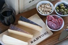 The Perfect Holiday Cheese Tray | foodnfocus.com