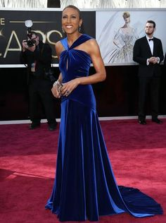 Robin Roberts looked healthy and radiant in a cobalt blue velvet dress with plunging back, accessorized by dangling sapphire blue and diamond earrings.  2013 Oscars