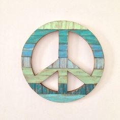 WOODEN PEACE SIGN WALL I want one exactly like it, so cool! | Give ...
