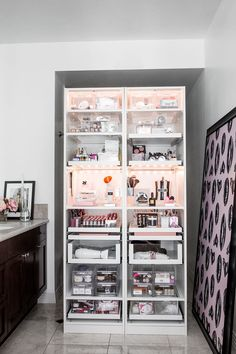 15 ideas makeup organization vanity storage make up Diy Makeup Organizer, Makeup Storage Organization, Bathroom Organization, Organization Ideas, Bathroom Shelves, Organizing, Bathroom Sinks, Ideas For Makeup Storage, Makeup Storage Cabinet