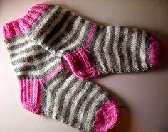 Knitting Socks, Baby Knitting, Knit Socks, Boot Cuffs, Baby Socks, Knitting Accessories, Bunt, Mittens, Knit Crochet