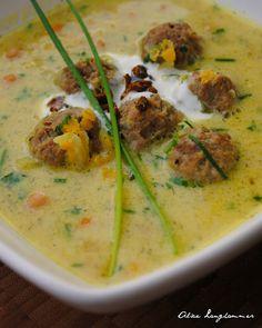 orientalische Suppe mit Joghurt und Kichererbsen und Hackfleisch