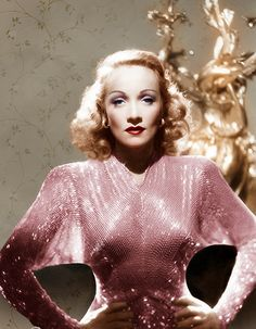 Marlene Dietrich---the look Kate Hudson was trying to achieve at the Academy Awards last night---- Marlene did it sexier-with far far less boobing hanging out Hollywood Vintage, Old Hollywood Glamour, Golden Age Of Hollywood, Hollywood Stars, Classic Hollywood, Hollywood Cinema, Marlene Dietrich, Glamour Vintage, Vintage Beauty