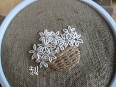 The Best Stitches In Embroidery - Embroidery Patterns Embroidery Flowers Pattern, Simple Embroidery, Hand Embroidery Stitches, Hand Embroidery Designs, Ribbon Embroidery, Broderie Simple, Motif Floral, Zentangle, Couture