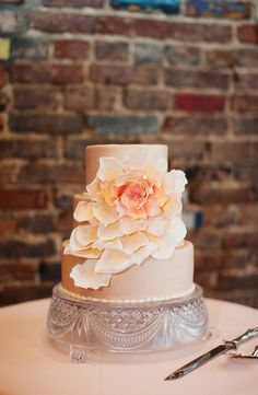 blooming cake by The Bake Shoppe http://maineventpro.com/  Photography by loveisabigdeal.com