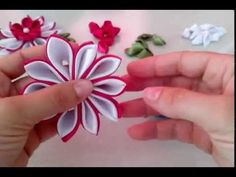 Passo a passo- Flor de Cetim by Débora Di Castro, 1* parte - YouTube Diy Ribbon Flowers, Kanzashi Flowers, Ribbon Hair Bows, Diy Hair Bows, Ribbon Work, Ribbon Crafts, Fabric Flowers, Paper Flowers, Kanzashi Tutorial