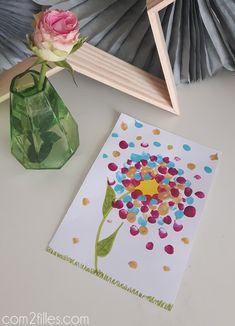 Pour la dernière fête des grands mères, nous avons réalisé une activité à 6 mains ! De la peinture au doigts pour donner vie à une fleur de printemps.