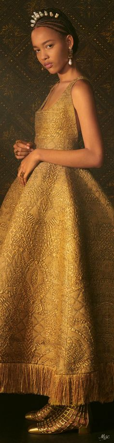 Dior Fashion, Gold Fashion, Christian Dior Couture, Haute Couture Fashion, Editorial Fashion, Evening Gowns, Beautiful Dresses, Ball Gowns, Glamour