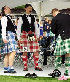 On the right - male dancer in kilt from the back #macgregor #green #tartan